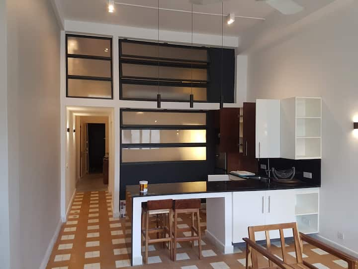 Monivong Blvd. fully renovated central appartment