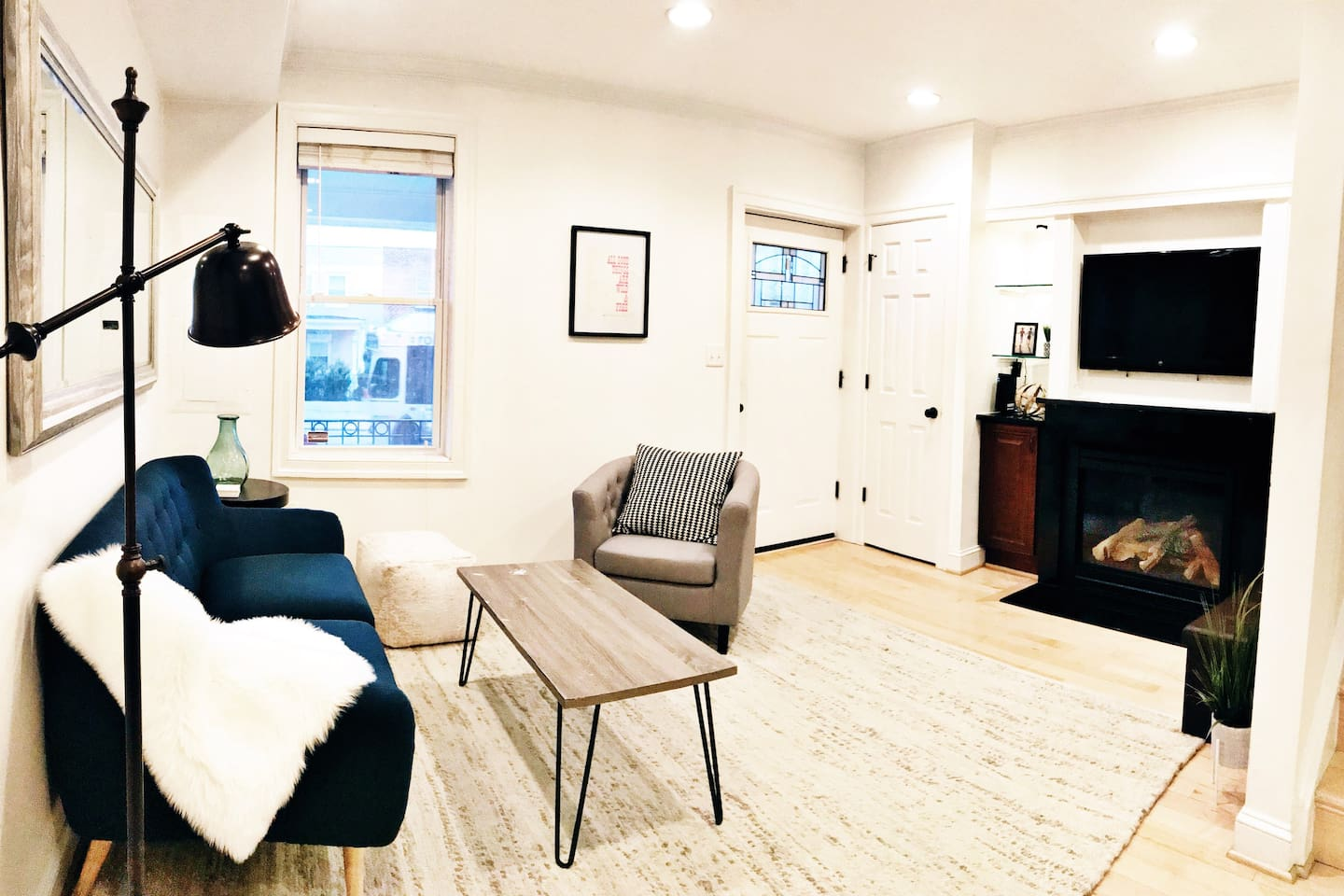 Private Newly-Renovated DC Rowhome with 2 Bedrooms - Townhouses for ...