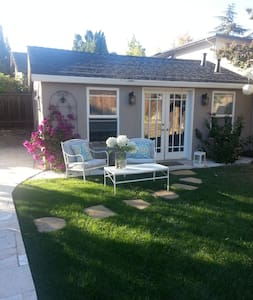 Detached cottage is located in our backyard. Two minutes walking distance from the heart of Los Gatos. Perfect location for your business trip in Silicon Valley and relaxed evenings in the best downtown in Bay Area. Very friendly neighborhood.