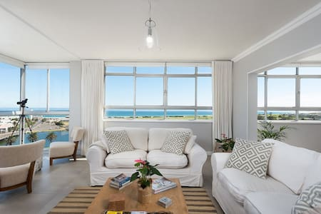Large Apartment Stunning Ocean Views.