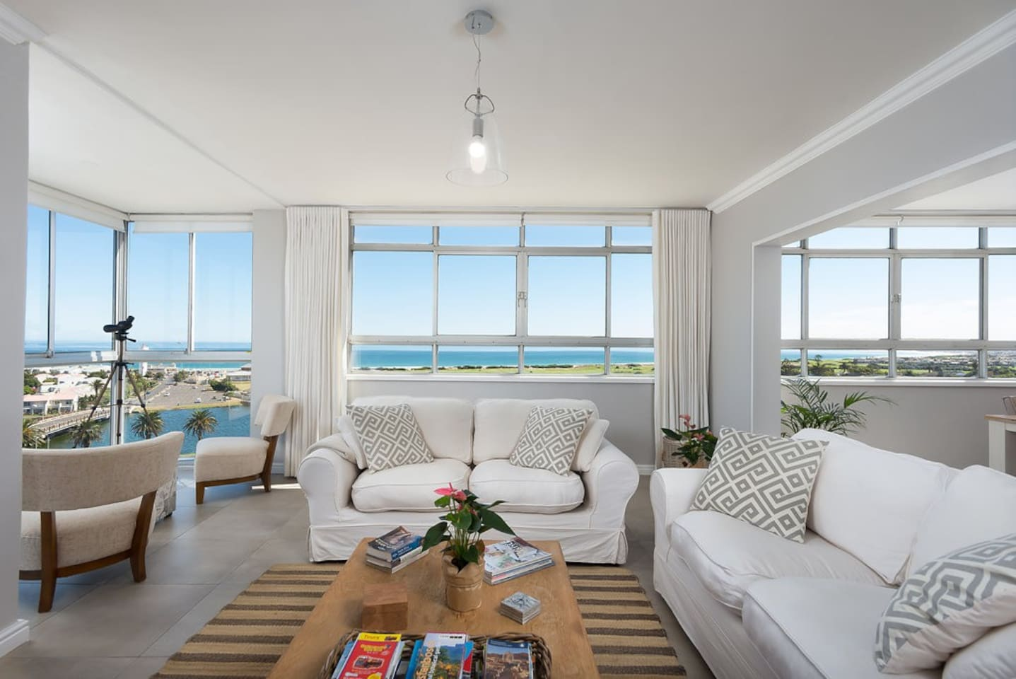 The lounge has two large comfy couches and beautiful views of Table Mountain and the ocean. There is a large screen LCD TV with satellite TV and a collection over 50 DVD's. FREE Unlimited WiFi!