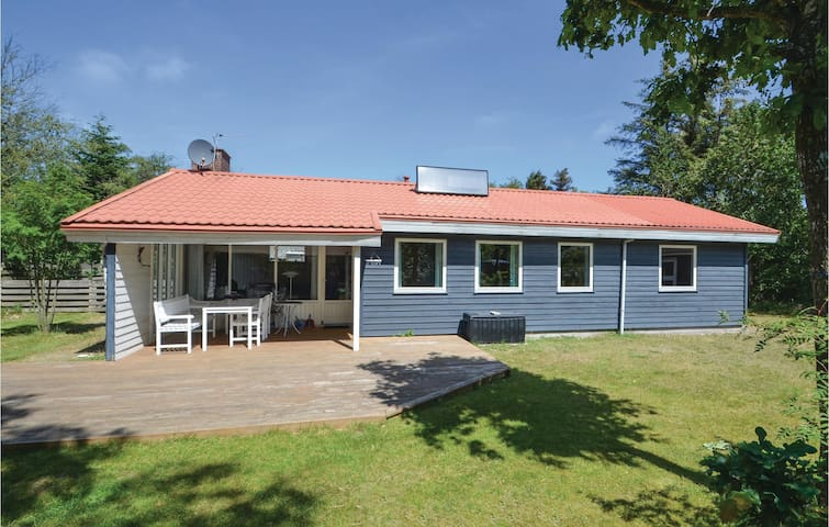 Holiday cottage with 3 bedrooms on 85m² in Thyholm