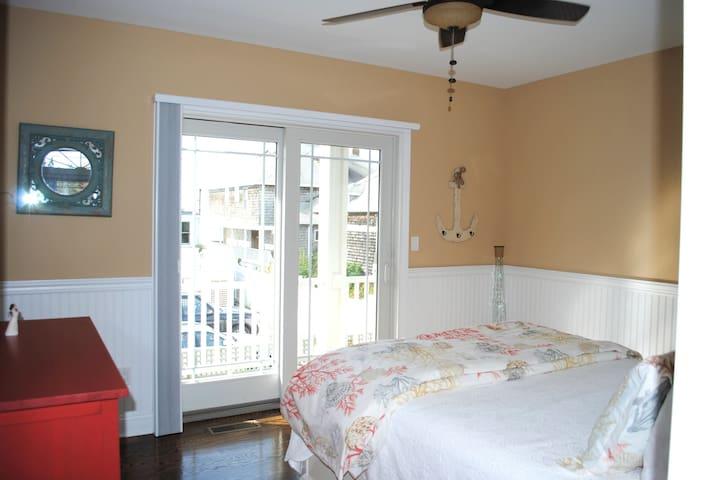 Charming Nantucket style beach home - Madison - House