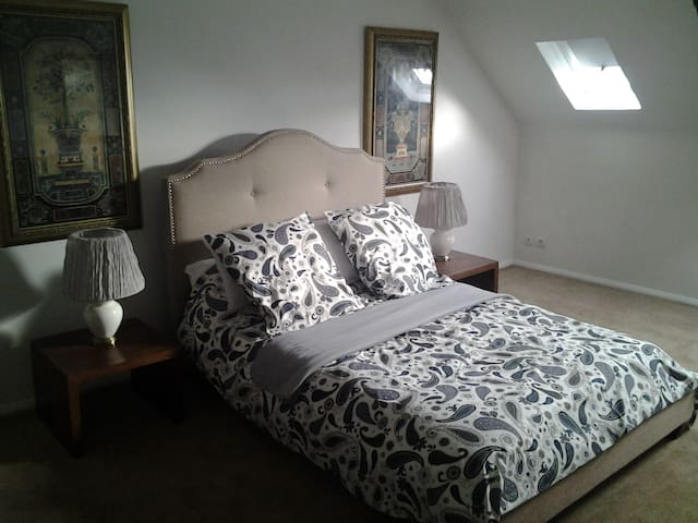 Large bedroom 1