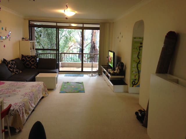 Sunny apartment with Greenery all around - Epping - Apartment