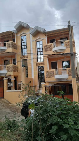 Newly built 3 storey duplex house @ Montebello Rd. - Baguio City - House