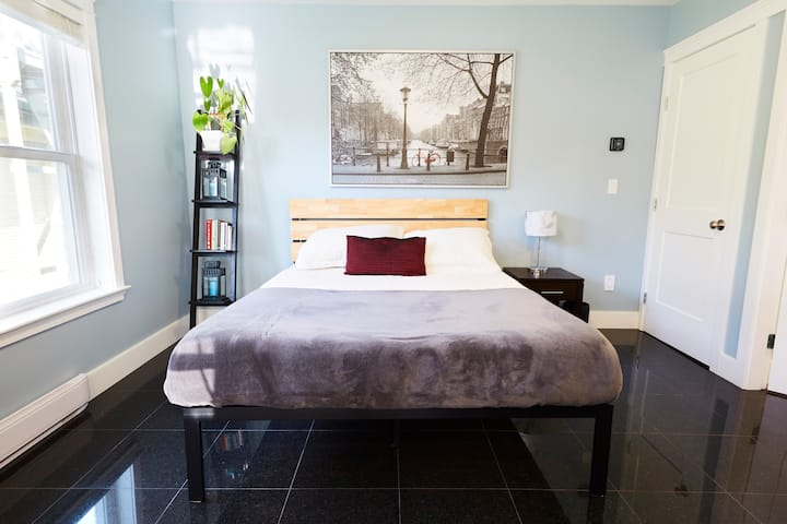 Modern Guest Suite in the Heart of Fernwood