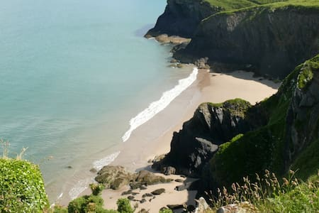 Coastal house sleeps 10, Marloes Pembrokeshire