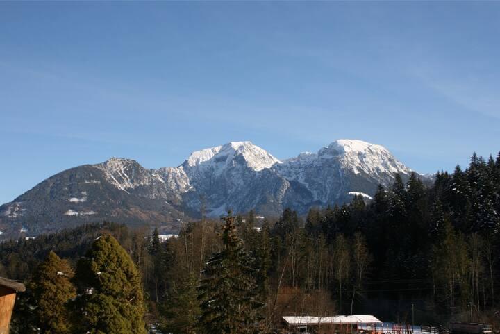4-6 Personen-Mansarde, Balkon mit Bergblick
