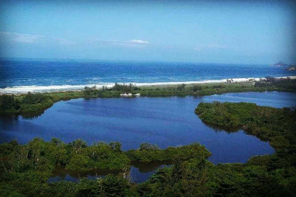 Praia da reserva da Barra da Tijuca ao lado do condomínio Pedra de Itaúna