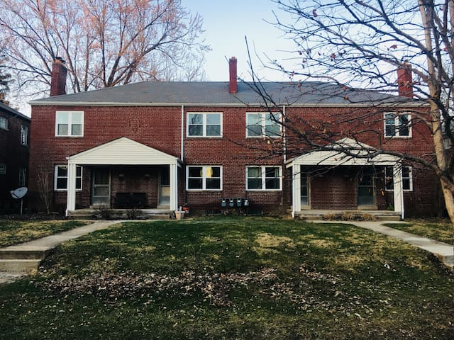 Charming Grandview 3-Story Townhouse - 2Bed 1 Bath