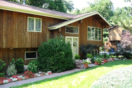 Beautiful contemporary 2600 Sq ft wooded deck BQ - Spring Valley - Hus