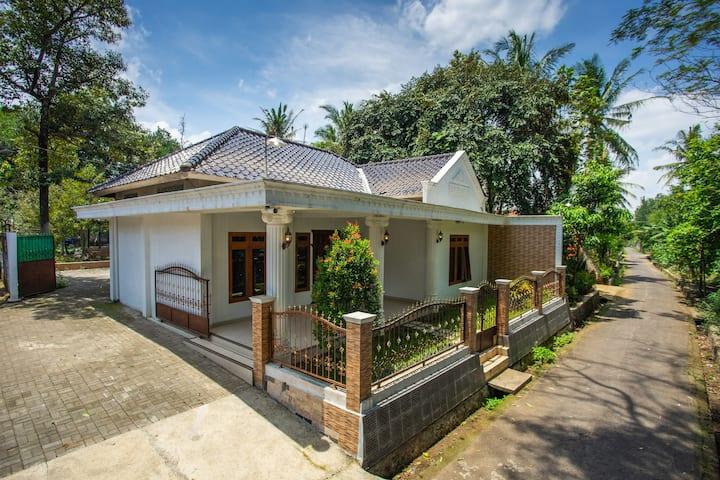 Omah Etam Villa (14km / 25 min to Borobudur)