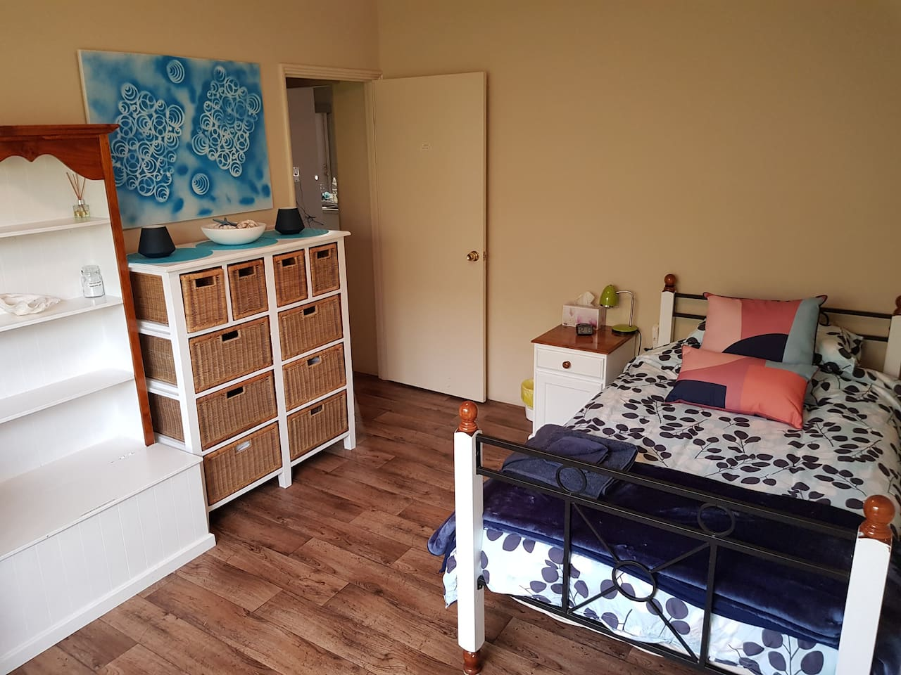 LARGE KING SINGLE BEDROOM WITH PLENTY OF STORAGE SPACE
