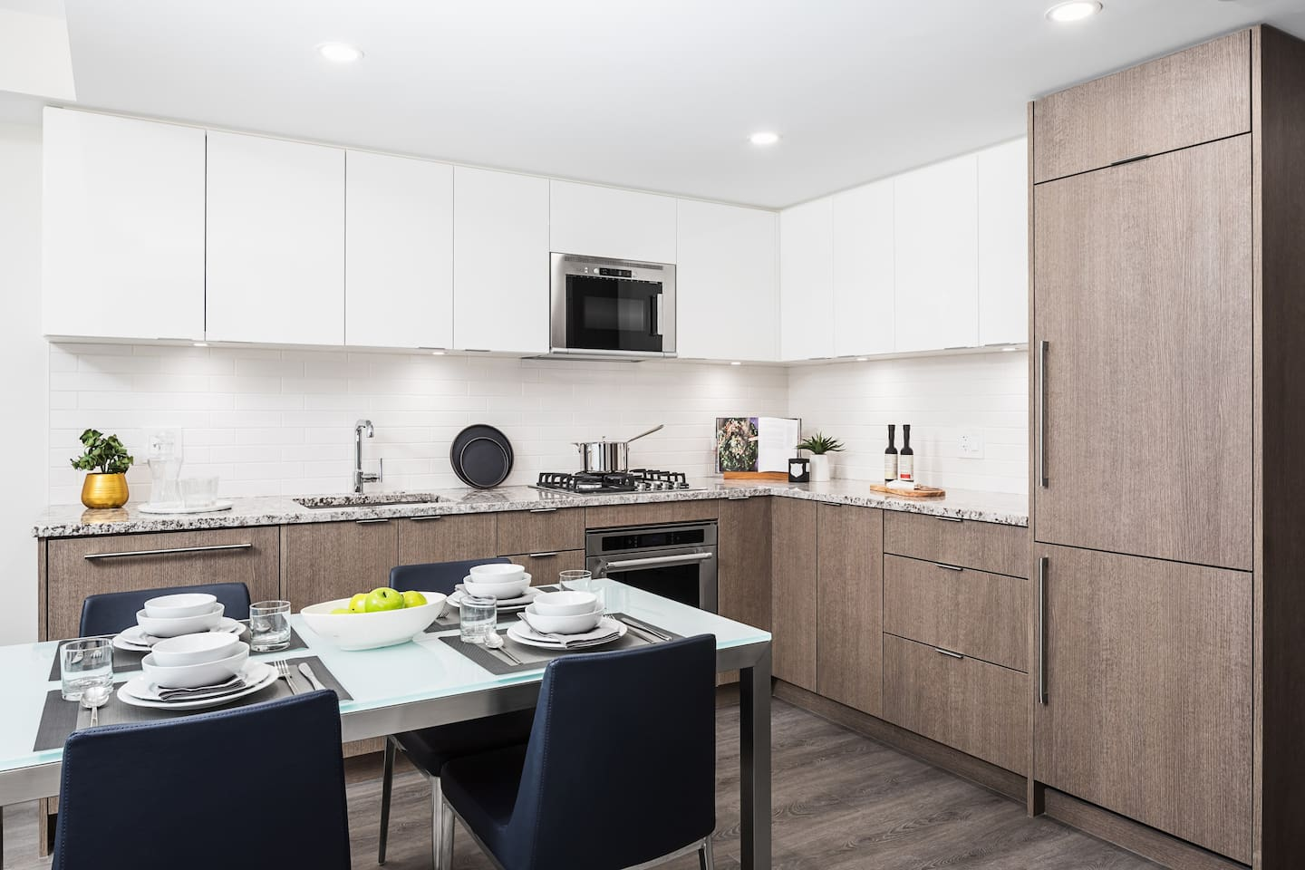 Stop living out of a suitcase and settle into life at LEVEL. Our furnished one bedroom in the heart of Vancouver are great for the business traveler, a couple on vacation, or the newly single bachelor/bachelorette.