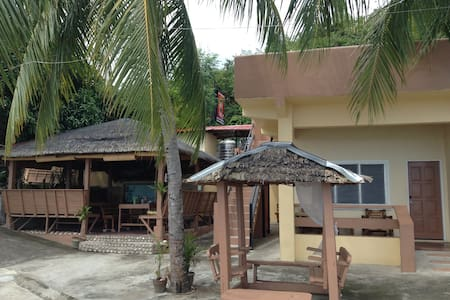 Borawan View, Beach Front! 2-4ppl, Small House, S3