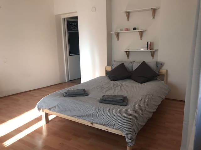 Cozy apartment 10 min to the City Center