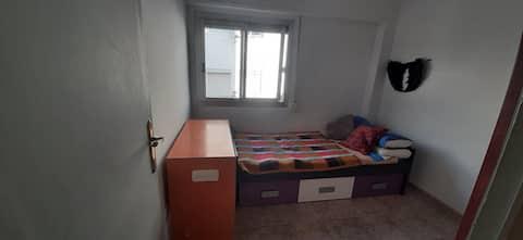 Habitación individual luminosa.