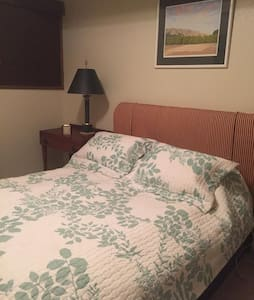 Cozy Room and Bath With Private Entrance - Colfax - Autre