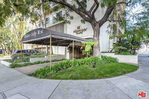 LUX HIGH RISE UCLA WESTWOOD CONTACT FOR SHORT STAY