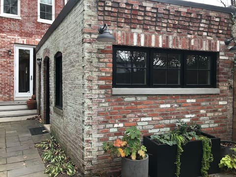 Carriage house fit for two