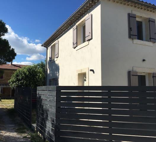 Villa neuve aux portes d'Avignon - Le Pontet - House
