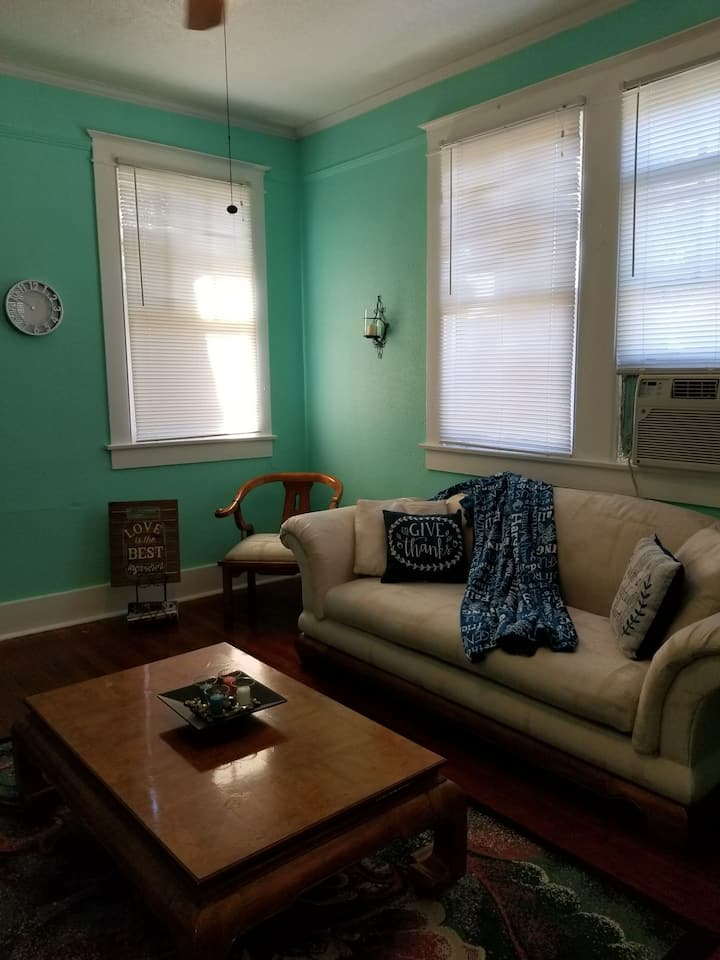 Beautiful Entire Apt near Downtown!
