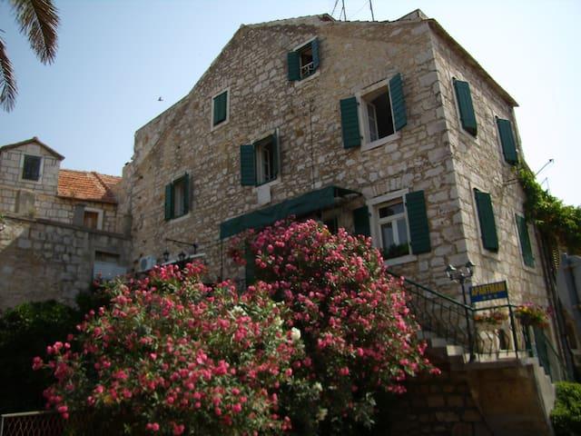Apartments Dalmatian Stone House 2 - Stari Grad