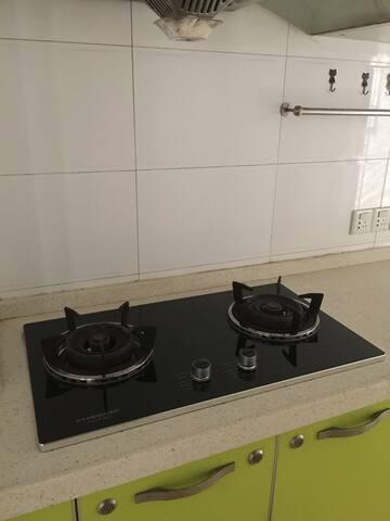 厨房, 炉灶还很新
