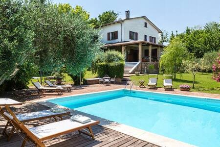 Villa immersa nel verde con Piscina vista mare - Tavullia - Villa