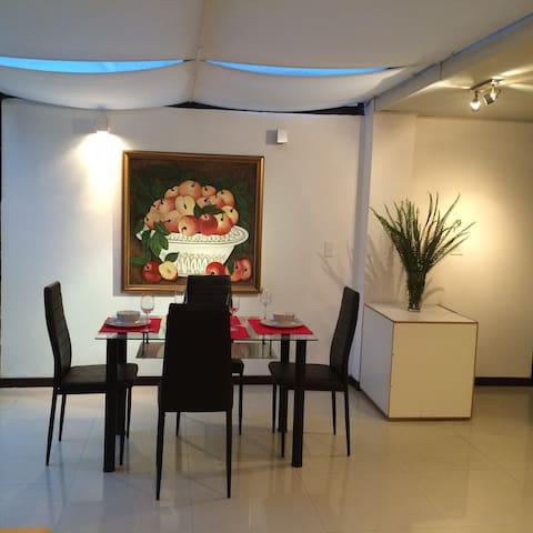 MODERNO A PASOS DE LA CAROLINA 3HAB - Quito - Apartamento
