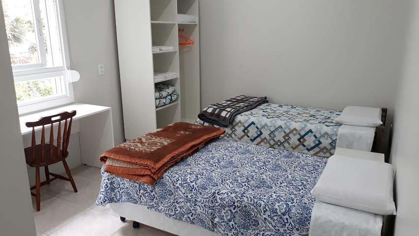 Casa SETEK - 01 quarto c/banheiro privativo