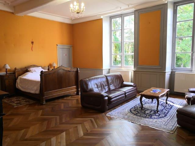 Chambres de caractère au Château de Lyonne (a)