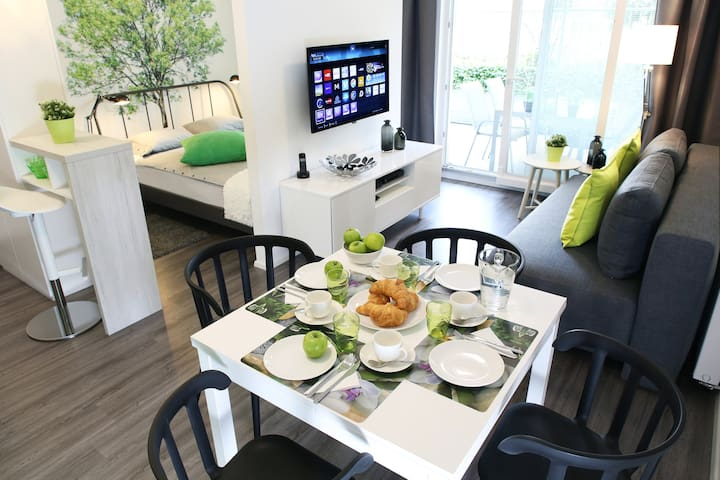 NEW! ★ The Oasis ★ Patio | FREE Garage | Bikes - Ljubljana - Apartemen