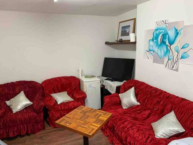 Large double room ancomfortable suites 5People