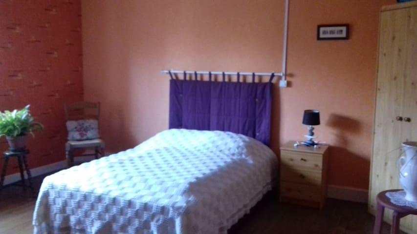 chambre spacieuse dans une maison au calme - Faucompierre - Lejlighed