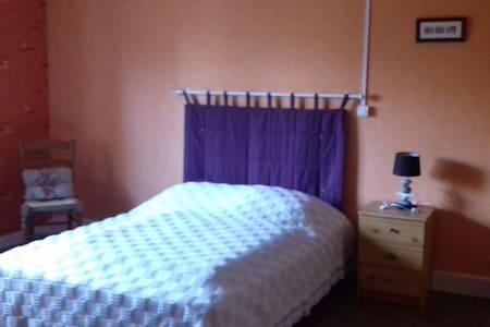 chambre spacieuse dans une maison au calme - Faucompierre