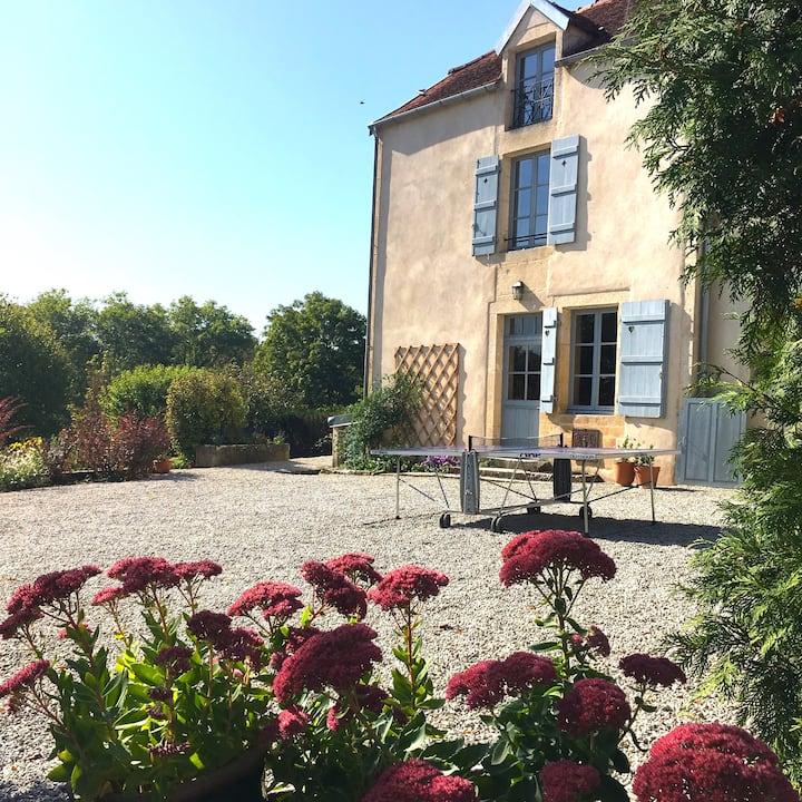 Maison de charme, tennis, ping-pong, Bourgogne