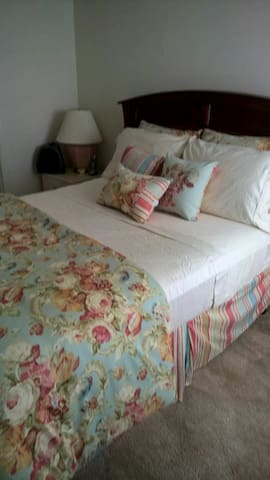 One Affordable bedroom - Gaithersburg - Flat