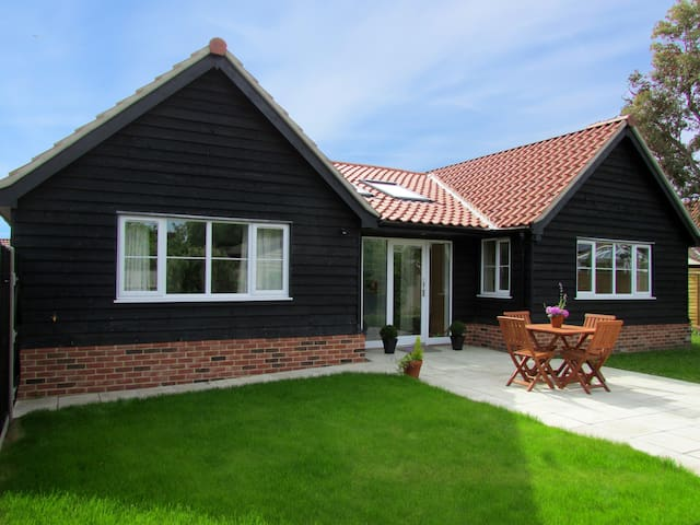 2 Suffolk Cottage, Knodishall near Aldeburgh