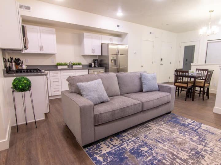 ⭐️Entire new, modern condo✔️Long stays⚡️Free WiFi