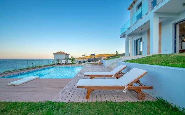 Thalassa Deja Vu seasideVilla with private  Pool