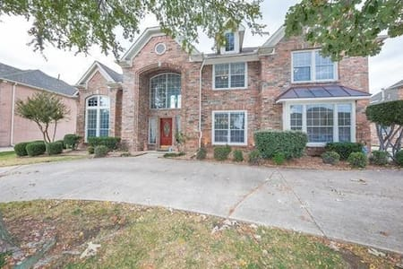 Room(s) in Large Executive Home in West Plano, TX - พลาโน