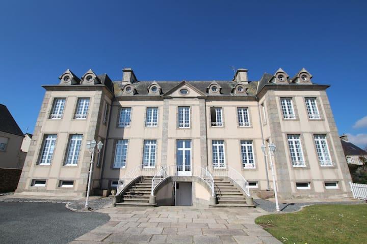 Château vue sur mer