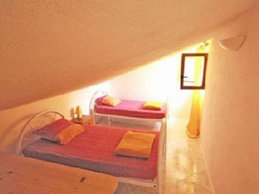 Chambre avec deux lits en 90*190cm