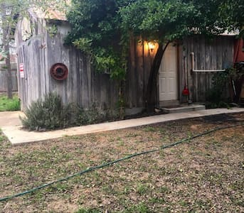 Cozy studio in the middle of town. - Cotulla - Daire