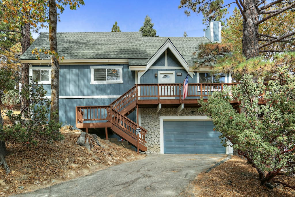 The arrowhead cabin with mountain and valley views for Cabins in lake arrowhead ca
