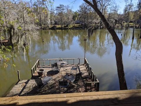 Private lakefront retreat