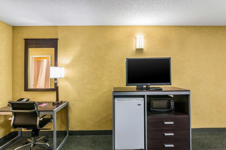 Majestic Double Two Double Beds At Hesperia