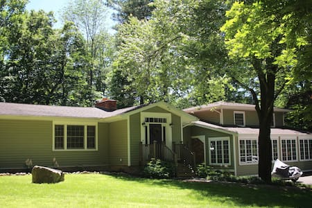 An affordable way to stay in the New Paltz area - New Paltz - House